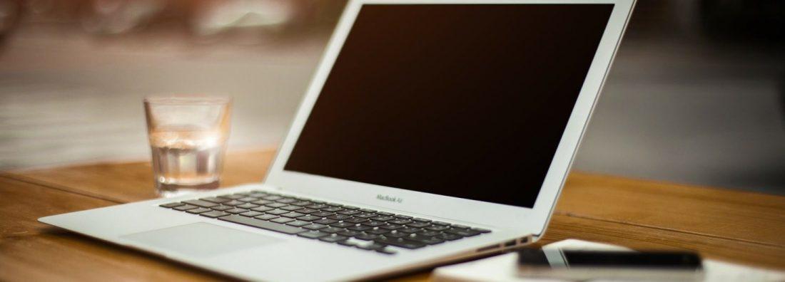 laptop-336373_1920.1920x787_Zuschnitt_2